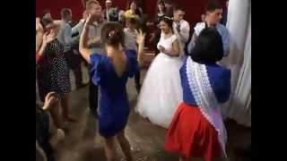 Зажигательный болгарский танец на молдавской свадьбе.