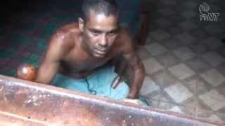 Imagens Fortes: Família de homem perturbado pede socorro