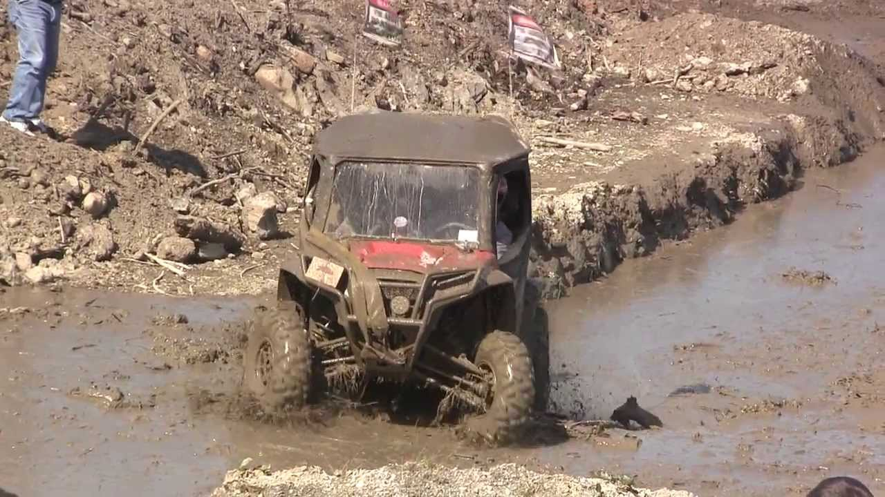 Side By Side Mud Bogging Youtube