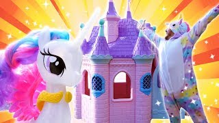 Фото Принцессы и единорог строят замок. Видео для девочек игры для детей.