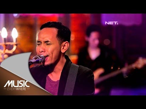 Pongki Barata feat Sophie Navita - Stay Close (Live at Music Everywhere) *