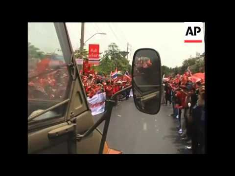 "Anti-government ""red shirts"" continue protest"
