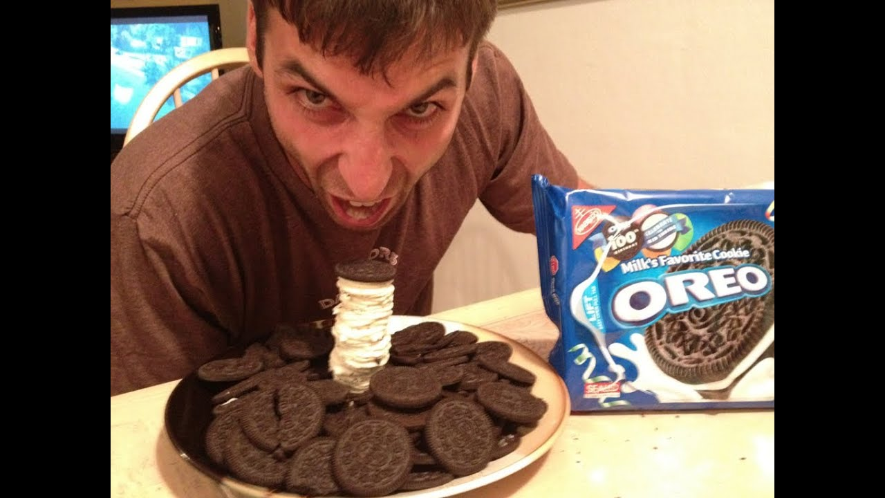 how to eat an oreo cookie essay We all have our favorite right way to devour an oreo some of us will only eat them whole, while others twist the cookie open to eat the frosting first.