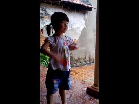 """Linh Chi đọc bài thơ:""""Cây dây leo"""""""