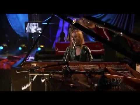 Tori Amos - Cornflake Girl (Live) + Lyrics