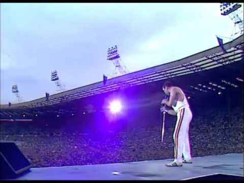 Queen - Another one bites the dust (Live at Wembley)