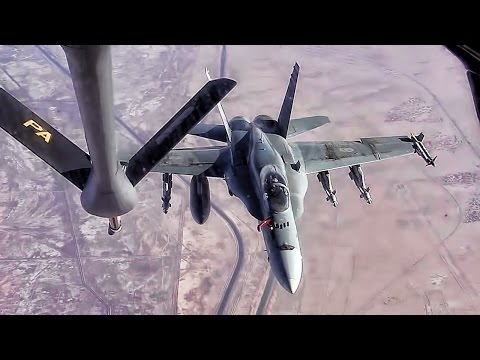 U.S. Air Tanker Refuels Canadian CF-18 Hornets Over SW Asia