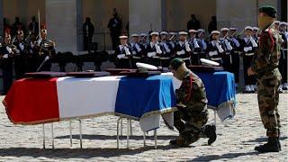 REPLAY - Emmanuel Macron rend hommage aux deux commandos tués au Burkina Faso