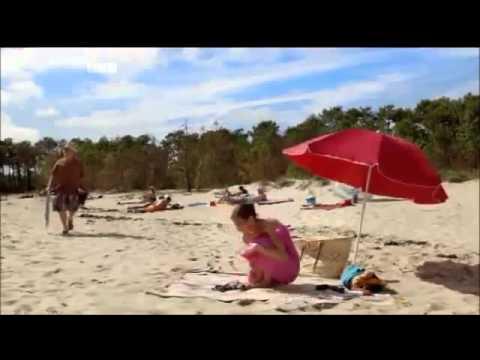 Thay đồ trên bãi biển (18+)