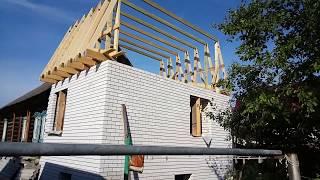 видео Ломанная крыша дома с мансардой своими руками