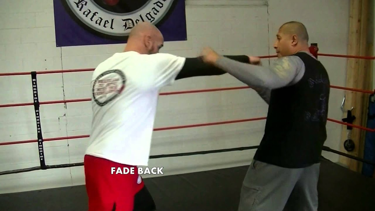 Tutorial:How and when to throw a left hook in boxing