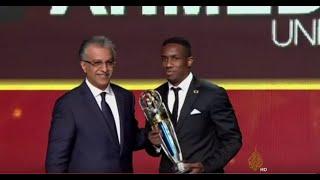 اللاعب الإماراتي أحمد خليل يتوج بجائزة أفضل لاعب في آسيا لعام 2015