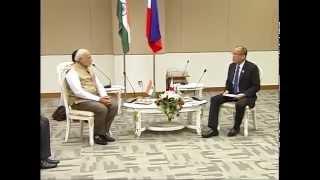 pm modi meets philippines president benigno simeon cojuangco aquino iii in nay pyi taw myanmar