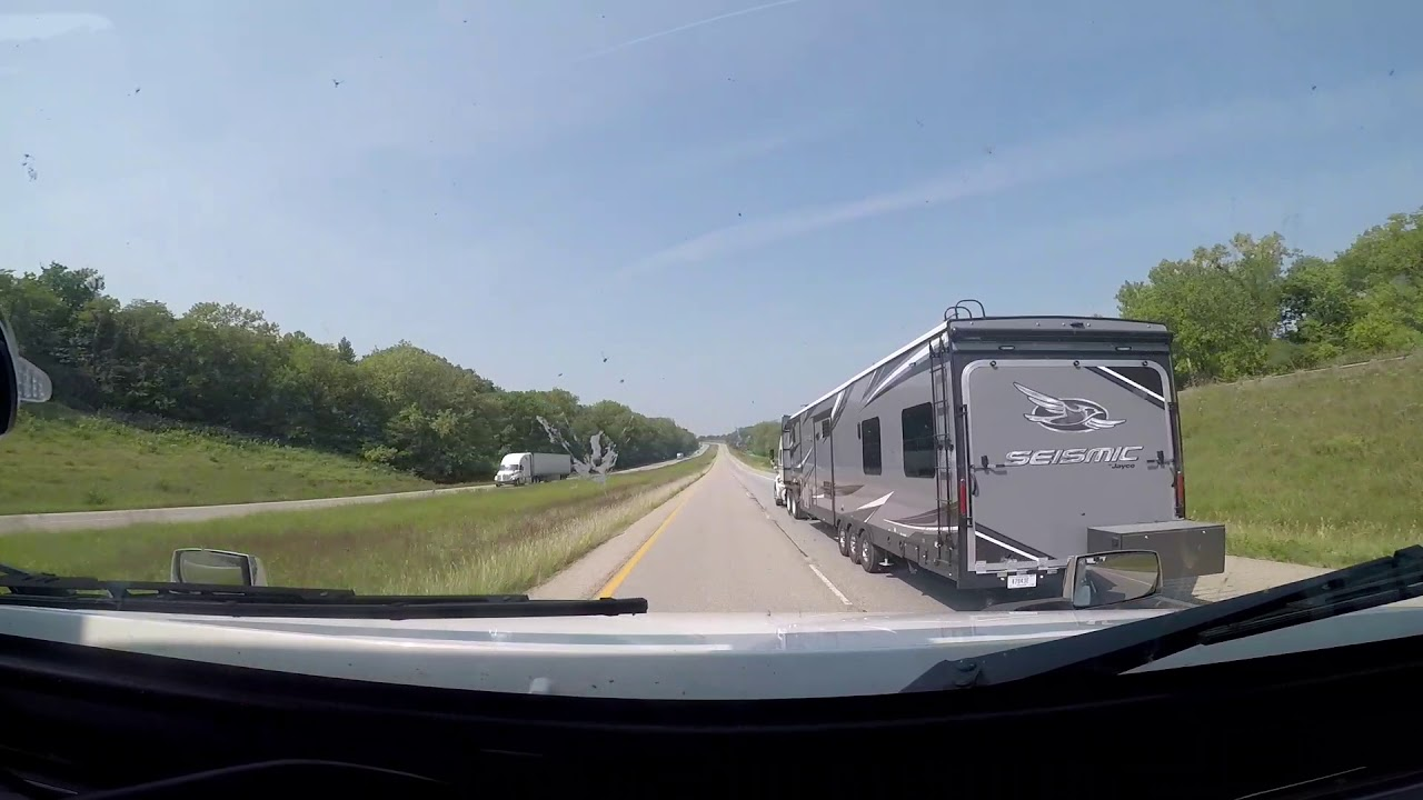 Semi Truck Pulling 5th Wheel Camper Youtube