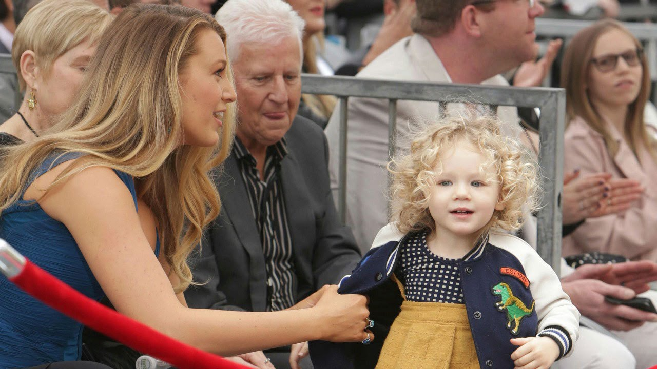 ryan reynolds and blake lively 39 s kids make first public appearance at his walk of fame ceremony. Black Bedroom Furniture Sets. Home Design Ideas