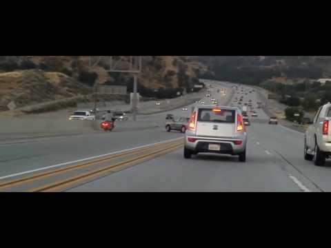 Байкер спровоцировал серию аварий - одним ударом ноги! #PROCAR