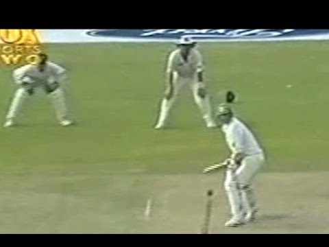 Shane Warne wicketkeeping in a test match...with no gloves on!