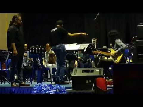 Terima kasih-Awie feat Orkestra RTM,sesi latihan