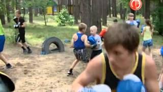 Юные липецкие боксеры тренируются на сборах...