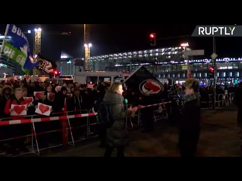 Anti-refugee rally in Berlin met with protest from pro-refugee groups (Streamed live)