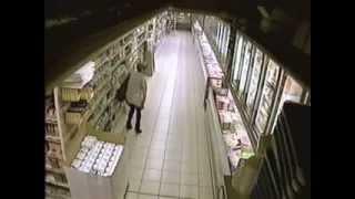 אישה מחרבנת בסופרמרקט....תמונות קשות לצפייה
