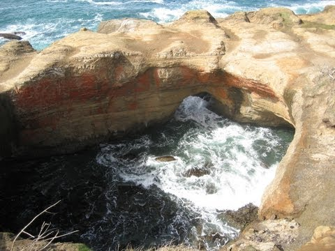 "♥♥ Relaxing  Video of Ocean Waves At ""Devils Punch Bowl"""