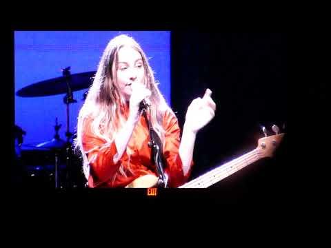 HAIM - That Don't Impress Me Much (Shania Twain cover) @ The Greek Theatre, Los Angeles - 10/19/17
