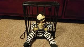Hanging prisoner skeloten