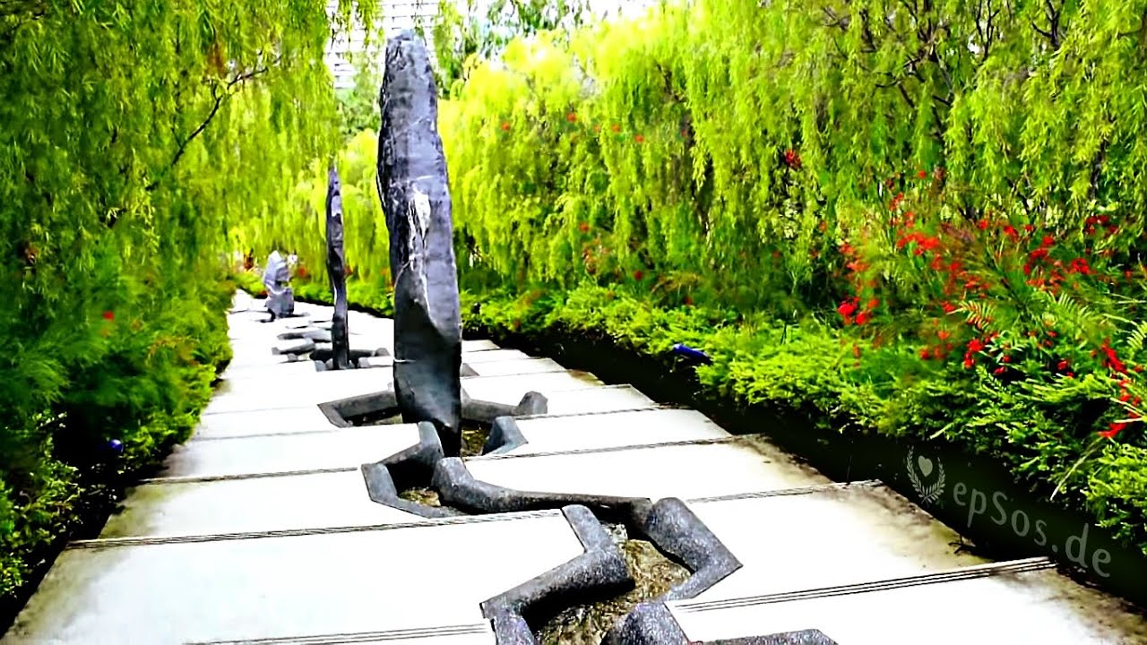 Beautiful Chinese Garden Landscape in Singapore - YouTube