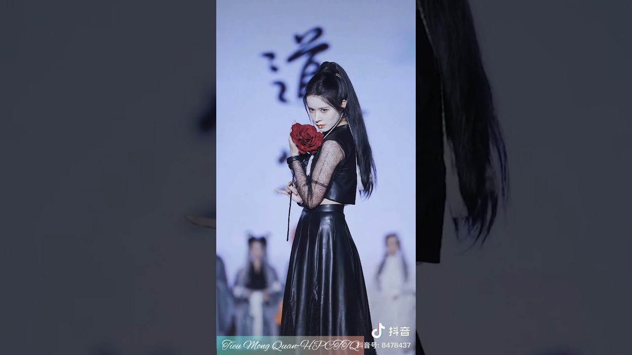 show trình diễn Tây Hồ Quốc Phong