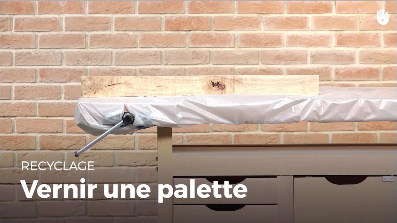Apprendre à vernir une palette | Recycler - YouTube