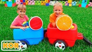 블라드와 니키타는 농장에서 엄마와 함께 놀이