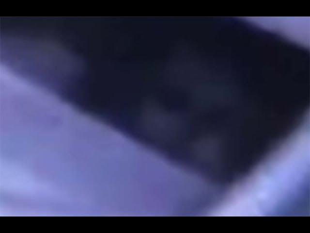 Padres aterrorizados después de ver un rostro fantasmal junto la cuna de su bebé