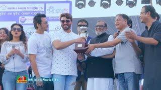 Download Video সবাইকে ছাড়িয়ে গোল্ড কাপ বিজয়ী হলেন  কিং খান  শাকিব খান | Film Club Picnic 2018 MP3 3GP MP4
