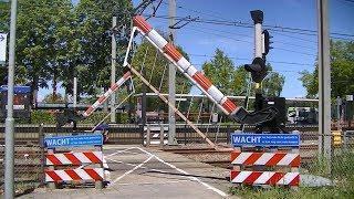 Spoorwegovergang 't Harde // Dutch railroad crossing