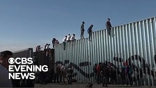 first-group-of-migrants-from-central-american-caravan-reach-u-s-mexico-border