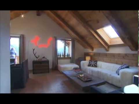 Una casa a cortina ricavata da un sottotetto spettacolare for Case arredate da architetti