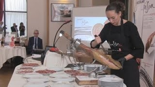 Chefs parisinos aprenden el arte del jamón