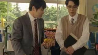 何やらふさぎ込んでいるコイケ先生。 ショックを隠しきれない様子で、教...