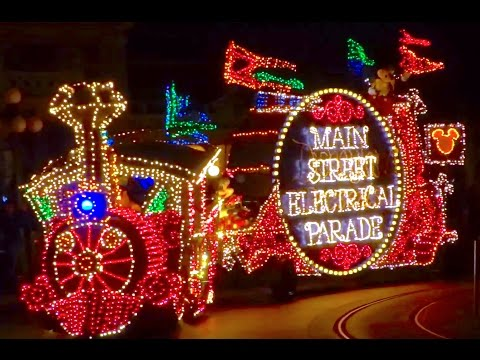 Main Street Electrical Parade returns to Disneyland! First FULL 2017 performance