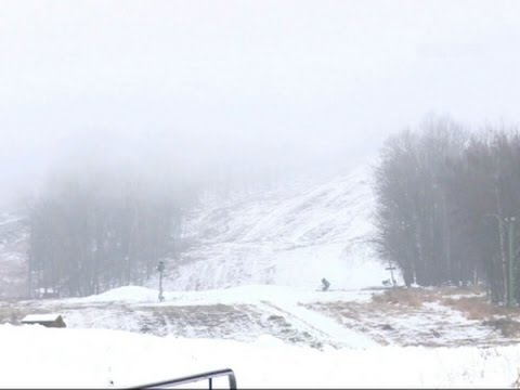 Raw: Pre-Thanksgiving Snow In Northern Wisconsin