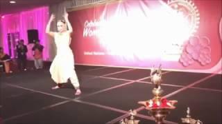 Funniest Bharatanatyam dance by Aishwarya Rajinikanth