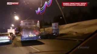 На Кутузовском шоссе в Москве в аварию попал автобус 339