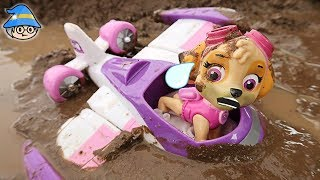 Paw Patrol Skye airplane fell to the ground. Rescue from the mud puddle.
