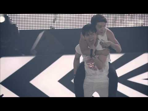 DONGHAE CUTE CLINGING TO TVXQ CHANGMIN