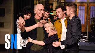 SNL Host Larry David Gets A Hug From The 1975 & Kate McKinnon