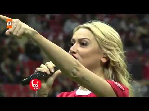 TT Arena'da Hadise'den Milli Maç Öncesi Moral Şarkısı 14.11.2012