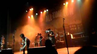 All Time Low - Dear Maria, Count Me In w/fans (live in Vancouver)