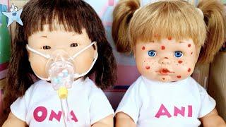 Ani y Ona ENFERMAS las curo en el HOSPITAL de muñecas