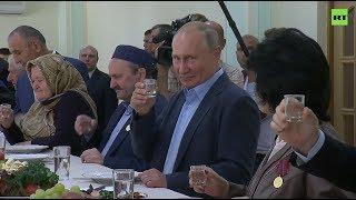«Вы приглашали — я приехал»: в Дагестане Путин сдержал обещание 1999 года и выпил стопку